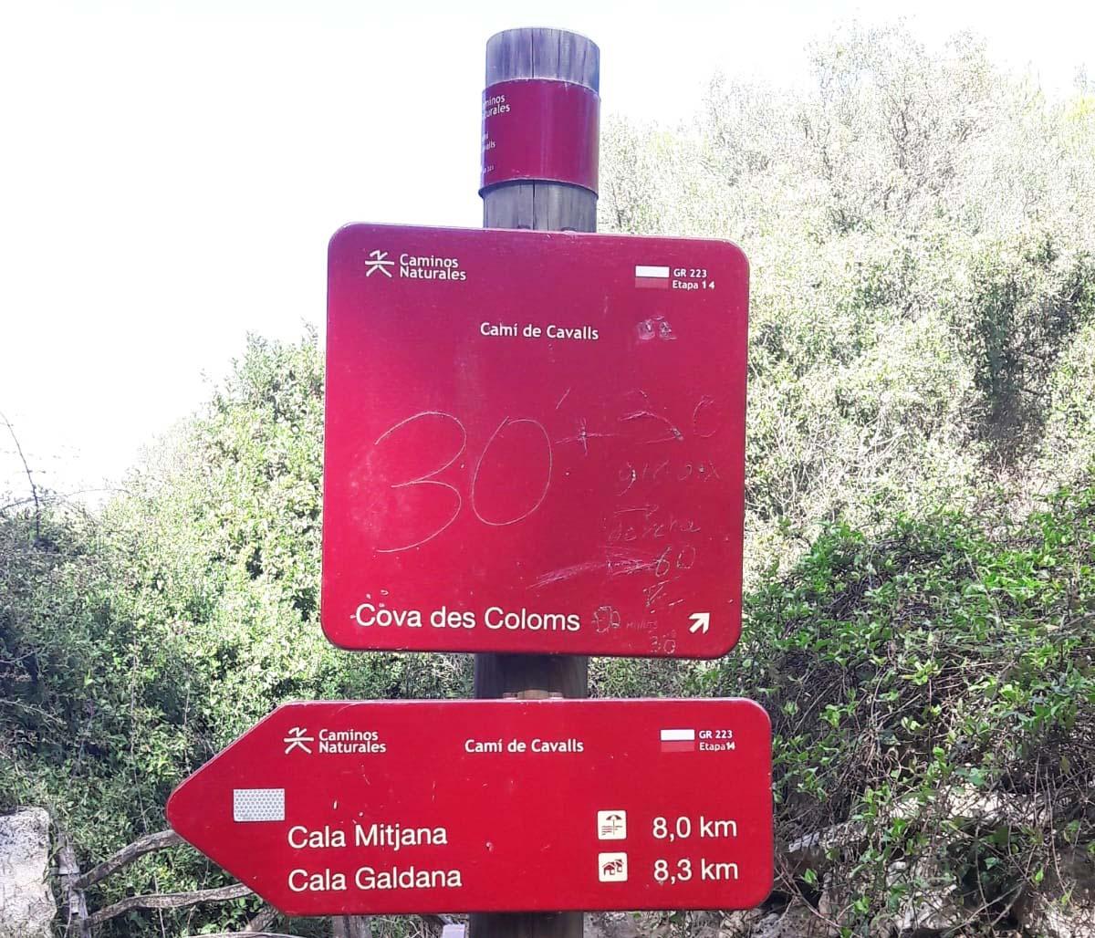 Cami de Cavallas post in Menorca