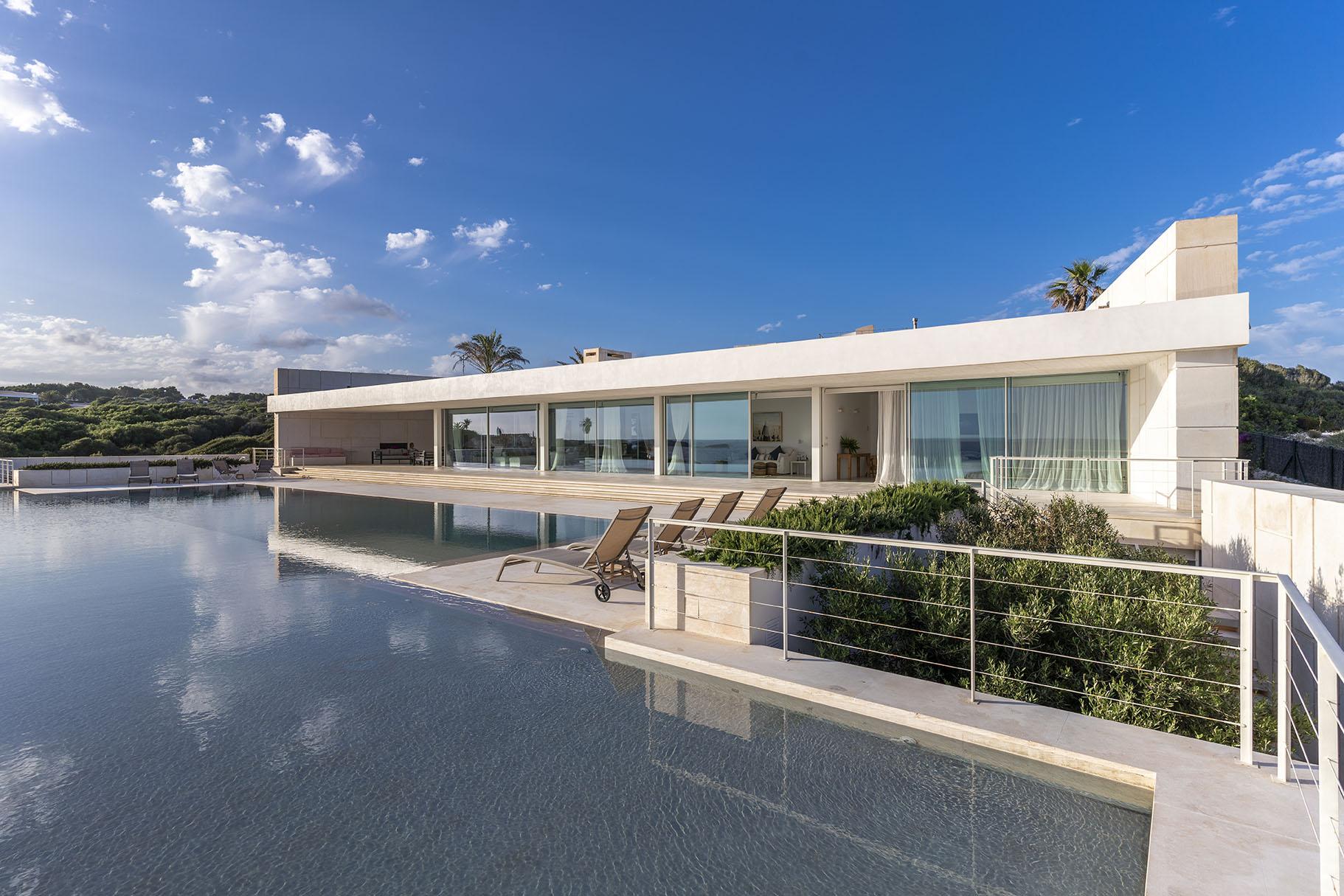 Impressive villa to rent with 40 metre pool in Menorca